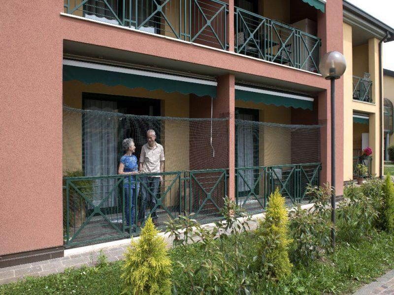 terrazza al piano terra di uno degli appartamenti del Residence Airone