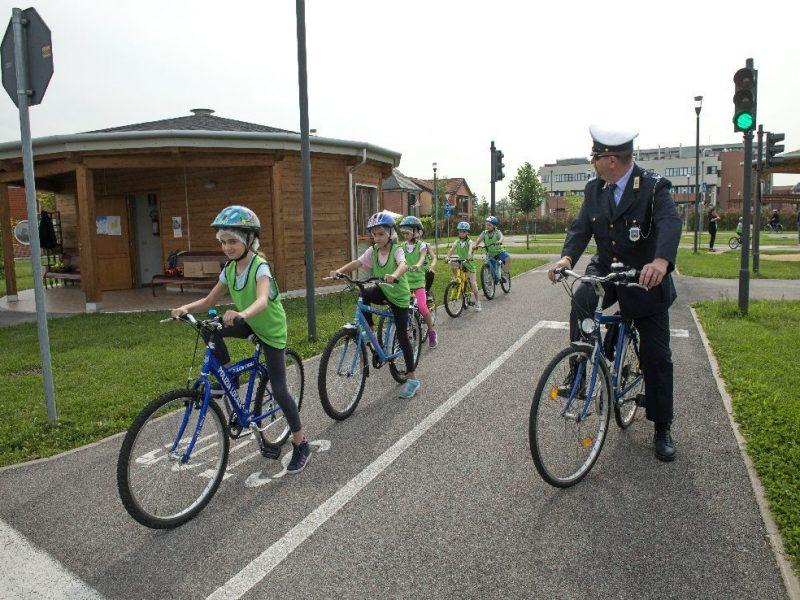 educazione stradale per scuole primarie in collaborazione con i Vigili Urbani
