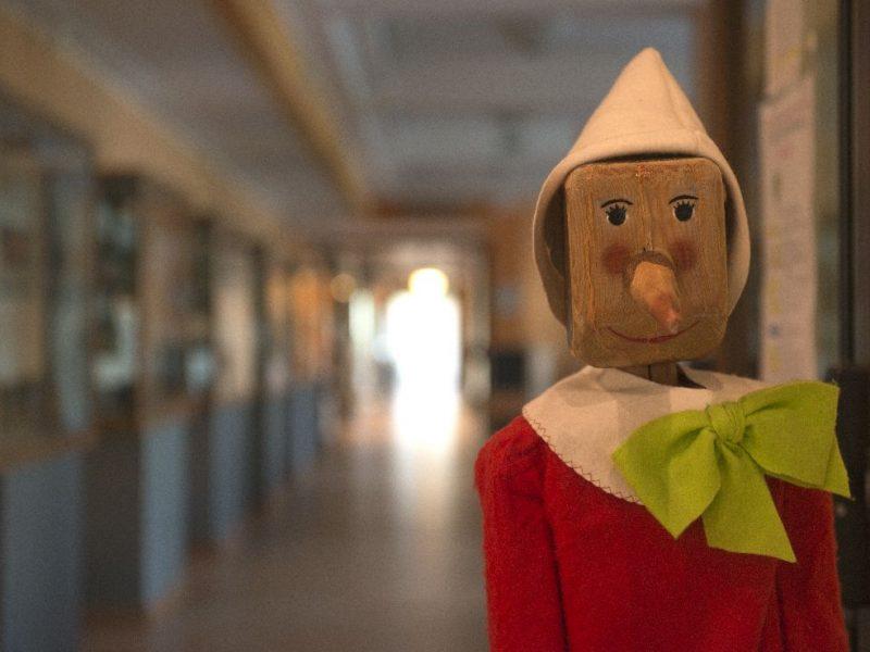 Pinocchio presidia l'accesso principale al Museo