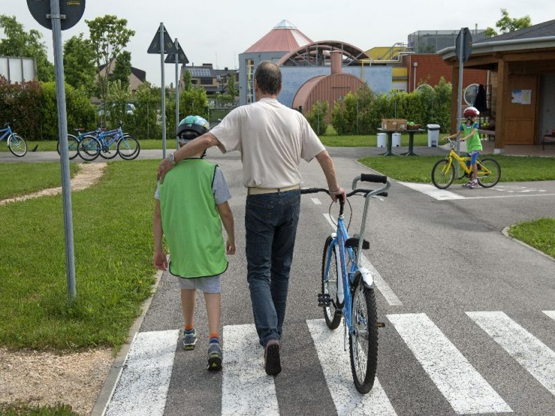 Nonni del cuore durante l'attivita' di educazione stradale