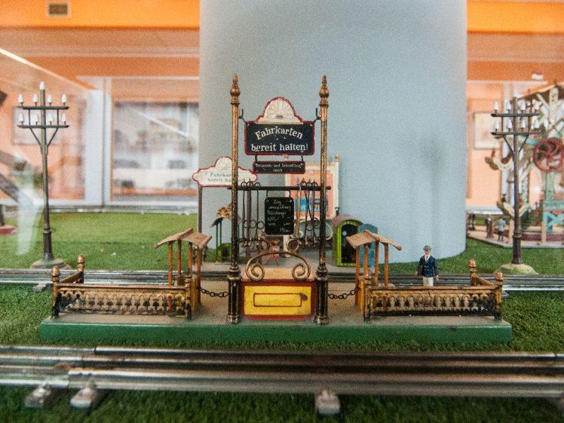 stazione ferroviaria di un plastico dei treni dei primi del '900