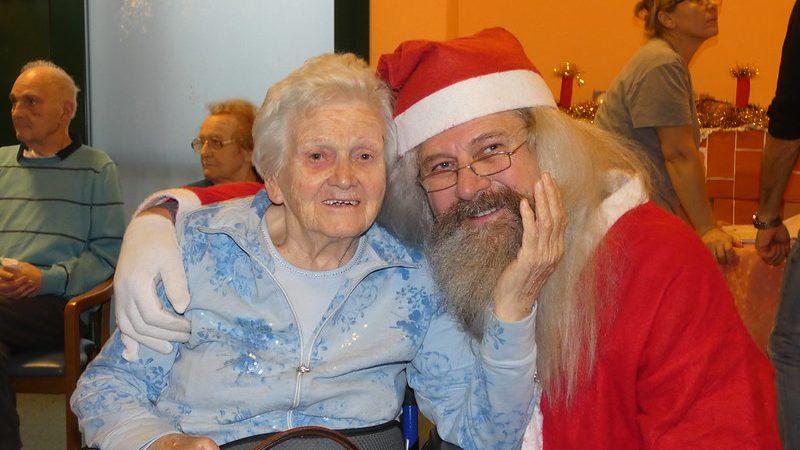 Auguri di Babbao Natale ad un ospite della Residenza Pio XII