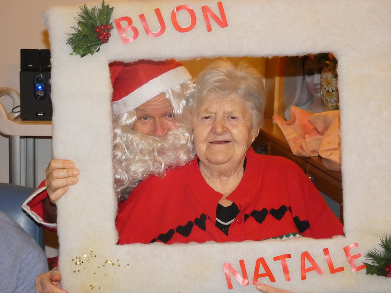 Un ospite del nucleo E con Babbo Natale