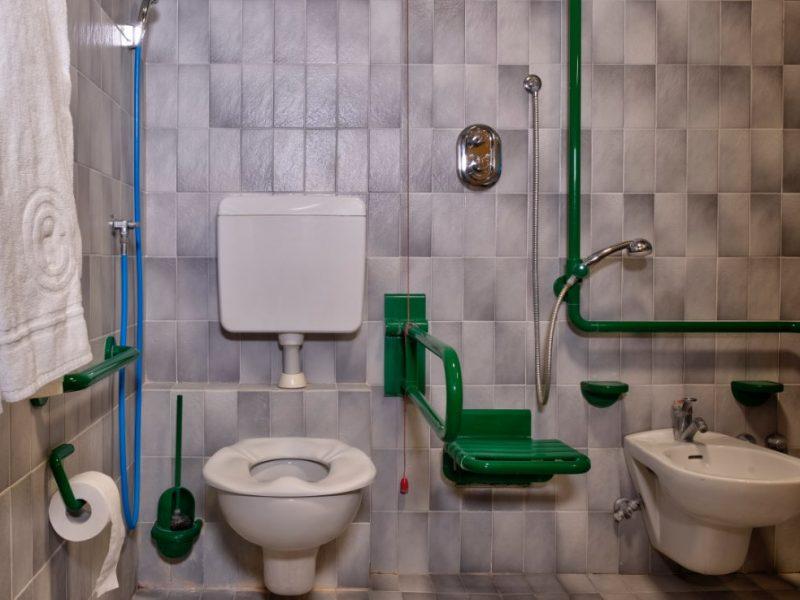 bagno attrezzato per persone non autosufficienti