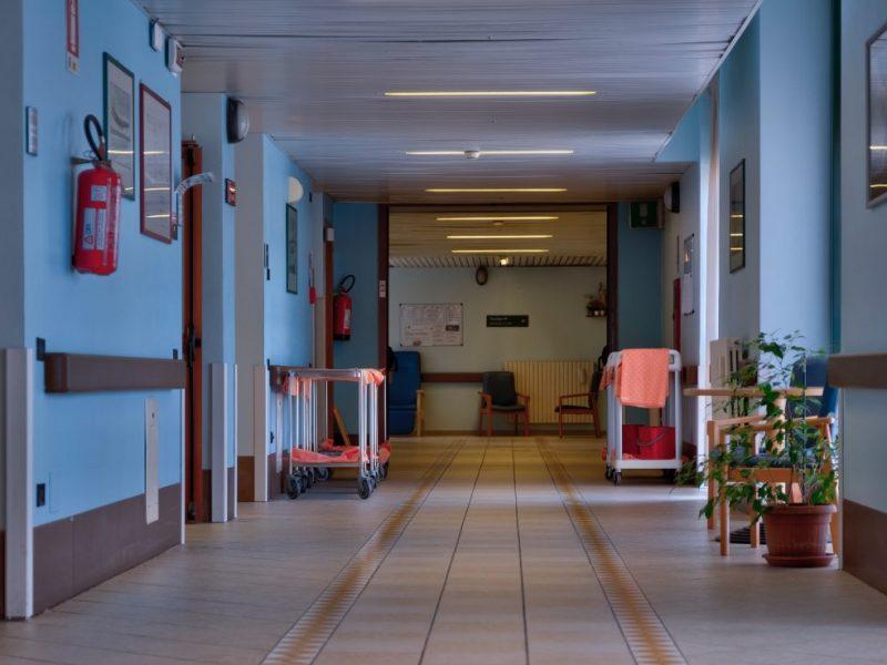 corridoio di collegamento tra i 2 nuclei dell'Ospedale di Comunita'