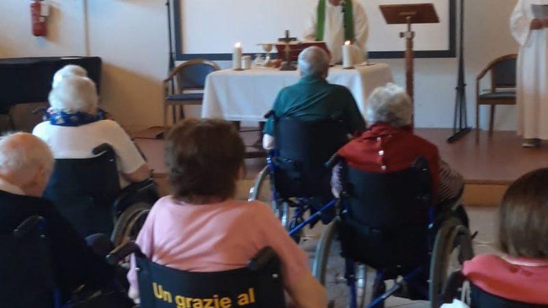Un momento della Messa celebrata in salone Pio XII